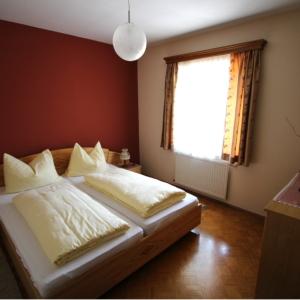 Alle Zimmern sind mit TV, WC und Dusche ausgestattet.